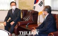 김부겸 총리, 유남석 헌법재판소 소장 예방 [포토]