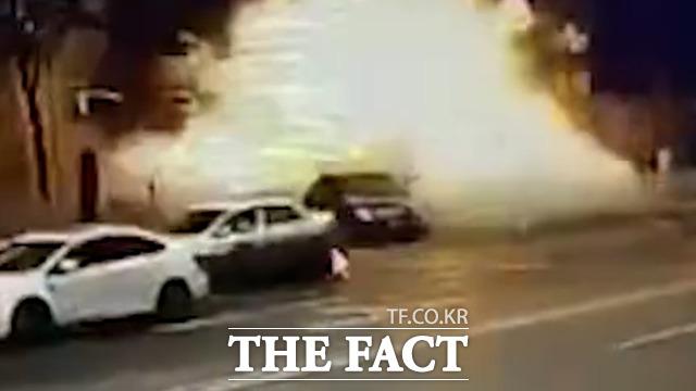 지난 24일 중국 랴오닝성 푸신시에서 도로를 주행하던 전기 오자전거가 폭발해 자전거 운전자는 현장에서 사망하고 근처에 있던 차량 운전자와 행인 등 5명이 다쳐 병원으로 이송됐다.