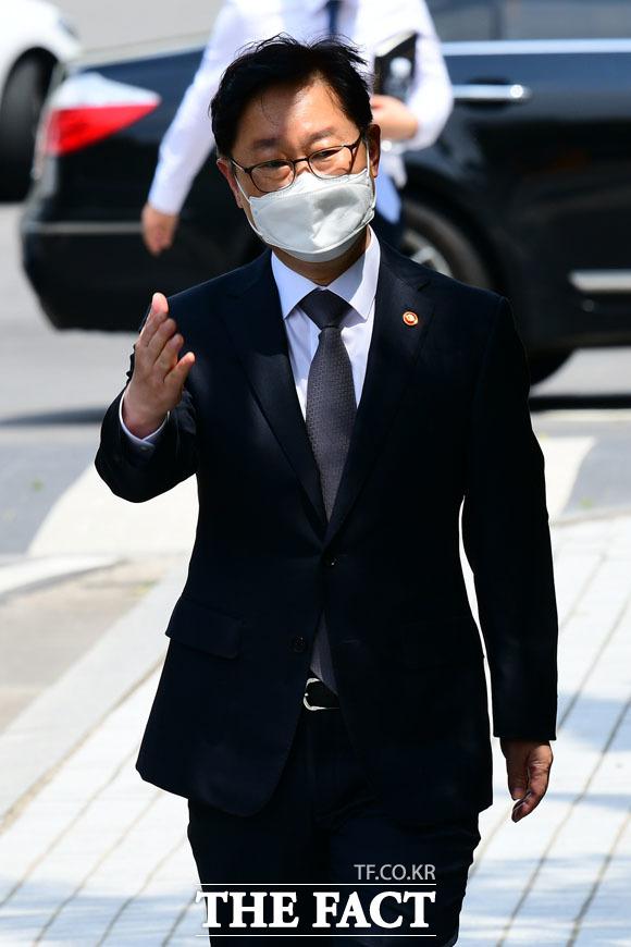 패스트트랙 충돌과 관련해 재판에 참석하는 박범계 장관...