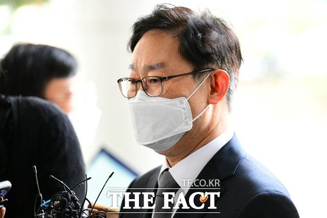 재판을 일부러 늦춘 것은 아니다 답변하는 박 장관.