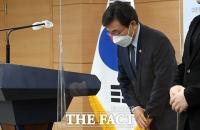 '백신접종 인센티브' 발표하는 권덕철 중대본 1차장 [포토]