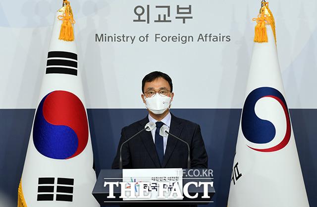 최영삼 외교부 대변인은 27일 도쿄올림픽 홈페이지에 독도를 일본 영토로 표시한 것에 대해 독도는 역사적, 지리적, 국제법적으로 명백한 우리 고유 영토라며 결코 받아들일 수 없다고 밝혔다. /임영무 기자