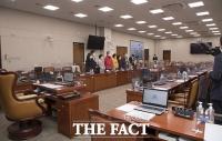 '손실보상 법안소위 일방 연기'…항의하는 야3당 [TF사진관]