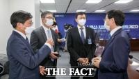 민주당 백신특위 참석한 SK바이오사이언스·삼성바이오로직스 [TF사진관]