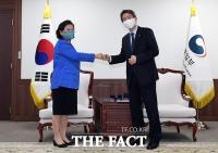 이인영 통일부 장관, 현정은 현대그룹 회장과 면담 [TF사진관]