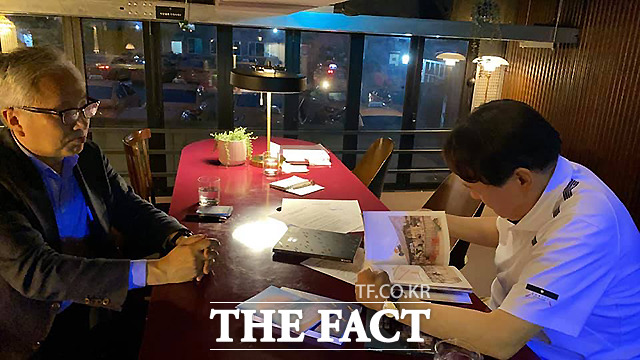 장 씨에 따르면 이들은 도시 재생 업체인 어반플레이가 운영하는 복합 문화공간인 연남장에서 저녁 식사를 하고, 또 다른 문화공간인 캐비넷 클럽을 찾는 등 4시간 정도 모임을 더 가졌다.