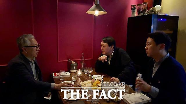 시사평론가 장예찬 씨(오른쪽)가 윤석열 전 검찰총장이 모종린 연세대 국제대학원 교수과 만난 사실을 공개했다. /장예찬 페이스북 캡쳐
