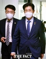 'LH 혁신안 재논의'…당정협의 참석하는 노형욱 장관 [TF사진관]