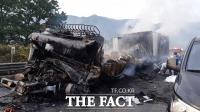 중부내륙고속도로 충주 인근서 화물차 3대 연쇄추돌…2명 사상