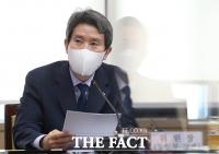이인영 장관, '이산가족 화상상봉장 증설·경협기업 대출금리 인하' [TF사진관]