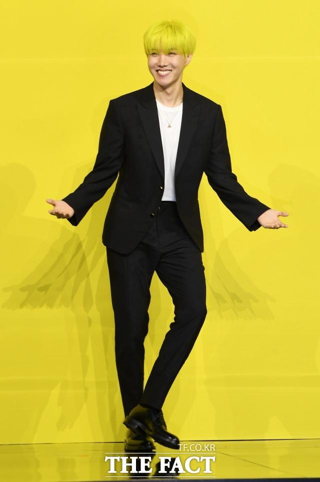 방탄소년단(BTS) 제이홉이 5월 21일 오후 서울 송파구 올림픽공원 올림픽홀에서 열린 디지털싱글 Butter(버터) 발매 기념 글로벌 기자간담회에 참석해 포즈를 취하고 있다. /더팩트 DB
