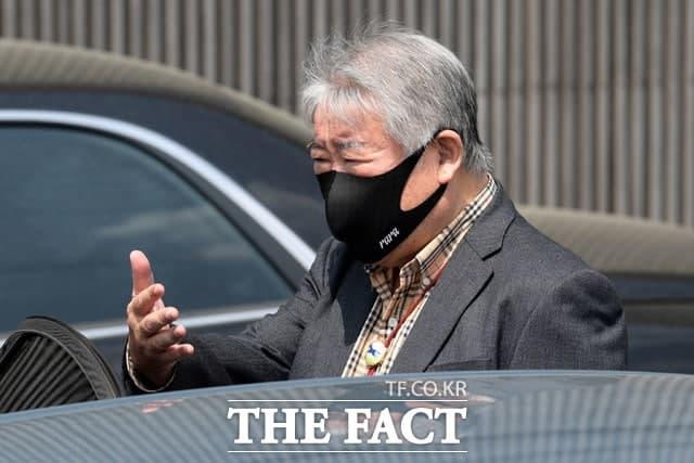 막말 논란을 일으킨 김우남 한국마사회 회장은 오는 11일까지 농식품부 감사를 받는다. /남용희 기자