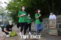 '뛰면서 주워요!'…세계 환경의날 맞이, '그린워킹' 캠페인 [TF사진관]