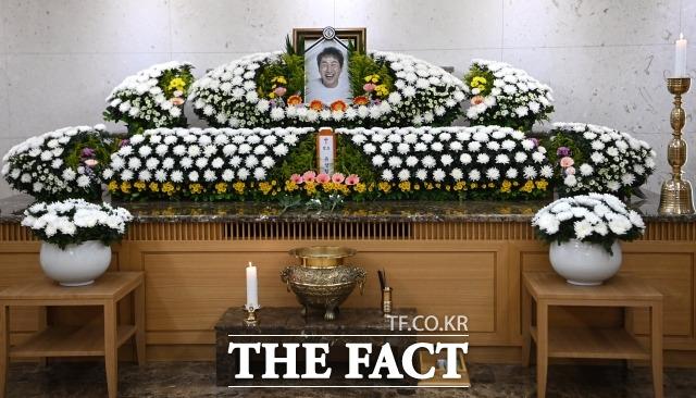 고 유상철 전 인천 유나이티드 감독의 빈소가 8일 서울 아산병원 장례식장에 마련되어 있다. 유상철 전 감독은 지난 2019년 췌장암 진단을 받고 치료에 전념해 왔으나 지난 7일 별세했다. /사진공동취재단
