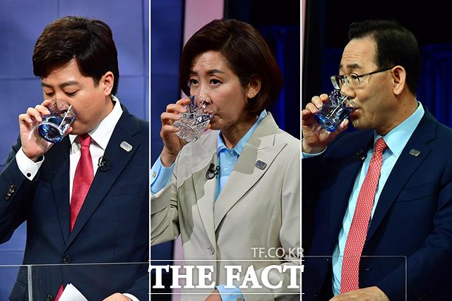 목 타는 토론회…물 마시는 이준석, 나경원, 주호영