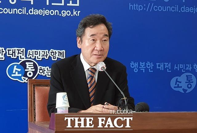 이낙연 더불어민주당 대표가 10일 대전을 찾아 기자간담회를 진행하고 있다. / 김성서 기자