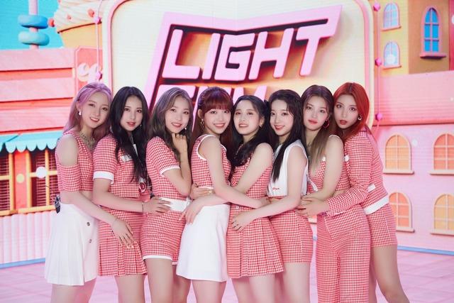큐브에서 3년 만에 선보이는 걸그룹 라잇썸이 데뷔 쇼케이스를 개최했다. 멤버들은 꿈꿔온 무대에 있다는 게 믿기지 않고 성장한 모습 보여드리겠다고 각오를 전했다. /큐브 제공