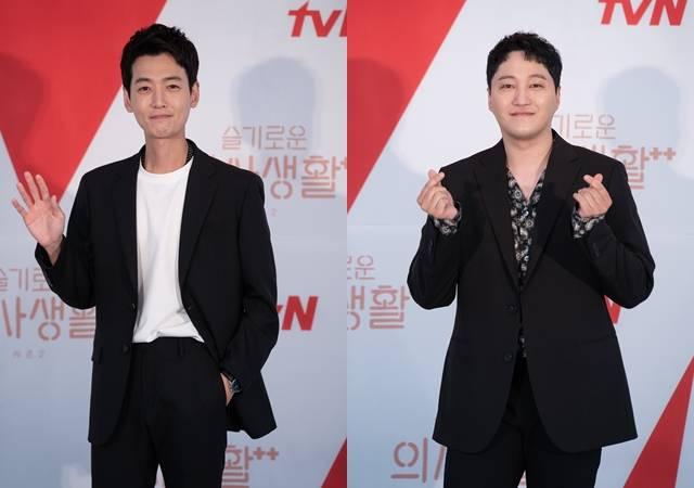 정경호(왼쪽)와 김대명은 시즌 1보다 발전한 밴드 미도와파라솔을 볼 수 있을 것이라고 전했다. /tvN 제공
