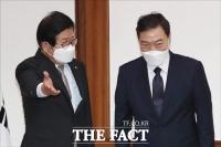 김오수 예방 받은 박병석 국회의장, '국민의 검찰' 당부 [TF사진관]