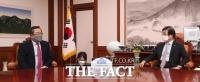 박병석 국회의장과 환담 나누는 구자열 한국무역협회장 [TF사진관]