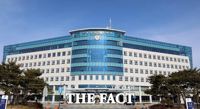 충남경찰청이 저금리 대출 상품을 미끼로 15억원을 가로챈 전화 금융사기 총책을 붙잡았다./ 충남경찰청 제공