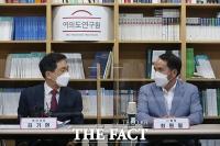 천안함 유족 및 생존자들과 만난 김기현 [TF사진관]