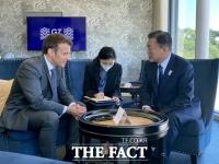 한·프랑스 정상 약식회담…'반도체·전기차' 등 핵심기술 협력 공감대