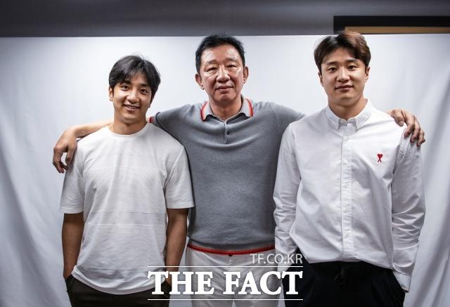 농구선수 출신 허재(가운데)와 두 아들 허웅(오른쪽)·허훈 형제가 농구 부흥에 관한 다양한 이야기를 전했다. 세 사람 모두 부흥에 힘쓰고 있지만, 농구인 모두가 힘을 합쳐야 한다는 의견이다. /이동률 기자