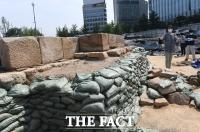 의정부 유적 석획당 설명하는 관계자 [포토]