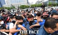 경찰병력 진입막는 택배노조 [포토]