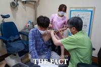 '85년생 민방위'…이준석, 얀센 백신 접종 완료 [TF사진관]