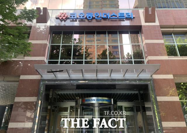 코오롱FnC가 삼성물산 패션부문과 LF 출신의 인재를 잇따라 영입한다. 사진은 코오롱인더스트 본사 모습. /더팩트 DB
