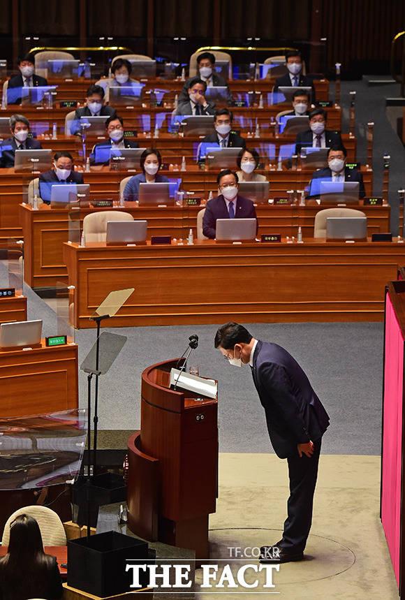 인사하는 송영길 대표