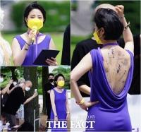류호정 의원, 타투 드러낸 파격 드레스 입고… 타투업 합법화를 외치다! [TF사진관]