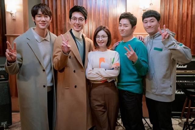 99즈는 두 번째 시즌인 만큼 한층 더 깊어진 케미와 공감할만한 소소한 이야기로 재미를 선사할 계획이다. /tvN 제공