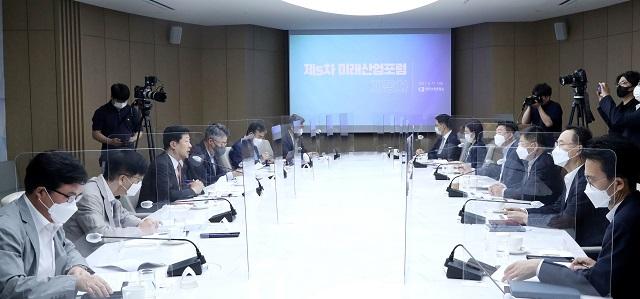 '테슬라 무선 정비, 한국선…' 車 업계, 정부 지원·규제 완화 한..