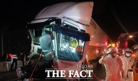 중부내륙고속도로 괴산 나들목서 화물트럭 추돌…1명 부상