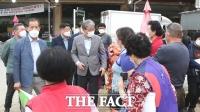 유진섭 정읍시장, 농산물 도매시장 방문 민생 현장 살피기