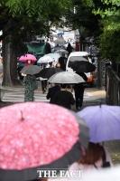 [오늘의 날씨] 전국 대부분 '비'…더위 주춤