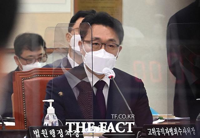 18일 서울 여의도 국회에서 열린 법제사법위원회에서 김진욱 공수처장이 의원들의 질의에 답하고 있다. /국회=이선화 기자