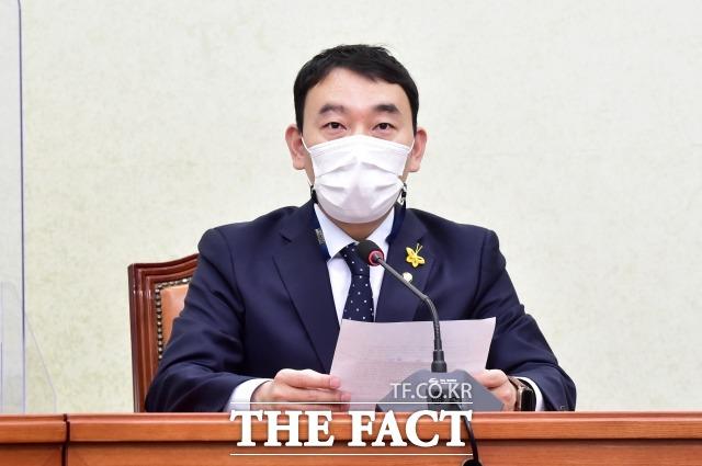 김용민 최고위원은 18일 이 대표의 10년 전 병역 특혜 의혹을 제기했다. 지난 14일 민주당 최고위원회의에서 발언하는 김 최고위원. /이선화 기자