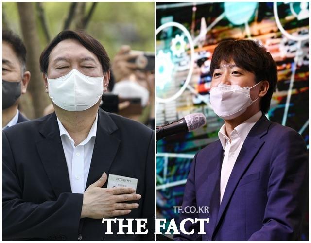 윤석열 전 검찰총장(왼쪽)과 이준석 국민의힘 대표의 방명록이 화제가 됐다. /이선화·이동률 기자