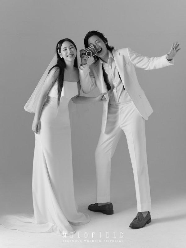 그룹 긱스 멤버 루이와 가수 유성은이 열애 2년간의 열애 끝에 결혼식을 올린다. 두 사람은 MBC 예능프로그램 복면가왕에서 해당 소식을 전하기도 했다. /유성은 SNS