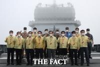 김부겸 총리, '도서지역 예방접종 지원하는 해군 한산도함' 방문 [포토]
