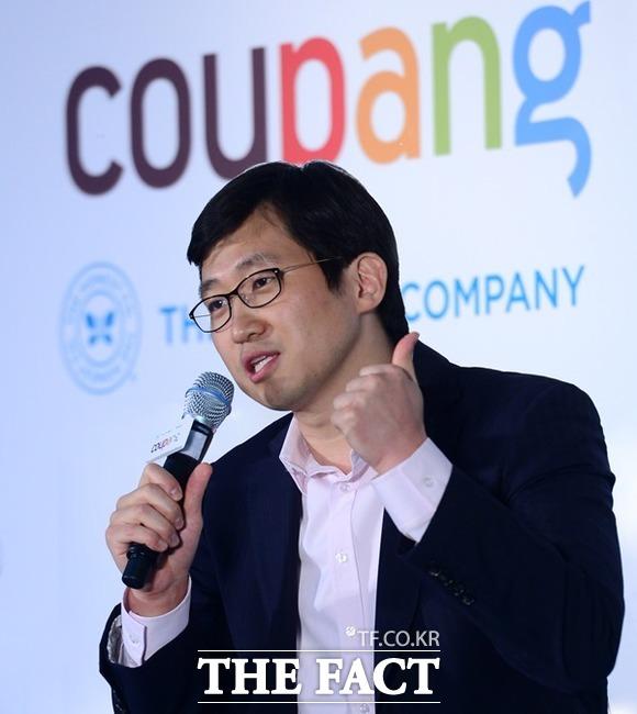 '순직 소방관 평생 지원' 약속한 쿠팡, 논란 잠재우기 총력