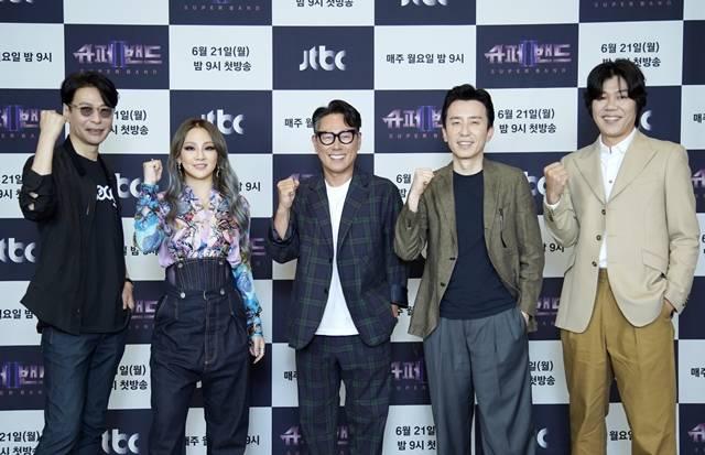 윤상 CL 윤종신 유희열 이상순(왼쪽 부터)이 JTBC 새 예능프로그램 슈퍼밴드2 제작발표회에 참석했다. /JTBC 제공