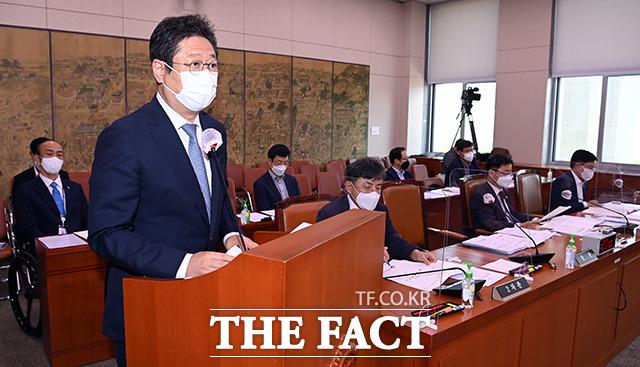 2020도쿄올림픽-패럴림픽대회 준비상황 관련 현안 보고하는 황 장관