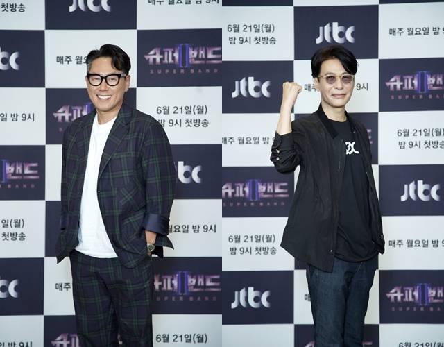 윤종신(왼쪽)과 윤상은 슈퍼밴드2를 계기로 밴드 음악의 시장이 커졌으면 좋겠다고 바램을 전했다. /JTBC 제공
