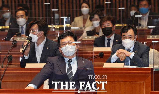 경청하는 송 대표와 의원들