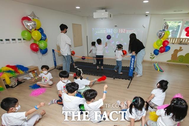 KT가 신종 코로나바이러스 감염증(코로나19)으로 외부 활동이 제한된 상황에서 어린이들의 체육활동을 지원하기 위해 메타버스 운동회를 개최했다. /KT 제공